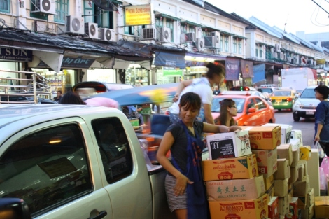 Na ulicach Tajskich miast jest ruchliwie i tłoczno...