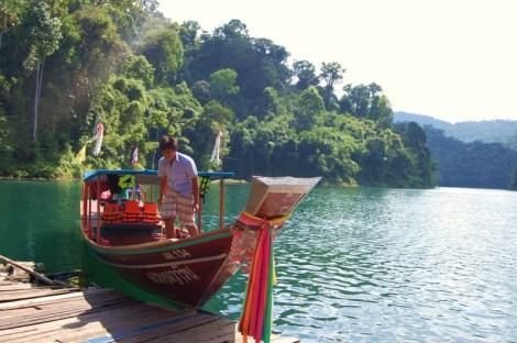 Jezioro powstałe po budowie tamy - Khao Sok National Park