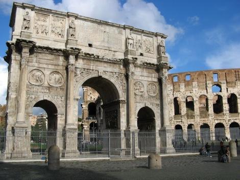 Koloseum i łuk triumfalny Konstantyna Wielkiego