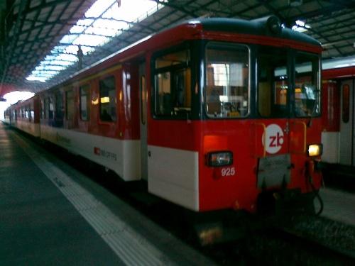 Pociąg z Lucerny do Engelbergu. Jak to jest, że stare pociągi czy też tramwaje (tak jak ma to miejsce w Lizbonie czy San Francisco) dużo lepiej sobie radzą ze wzniesieniami i innymi wyzwaniami od nowych modeli?