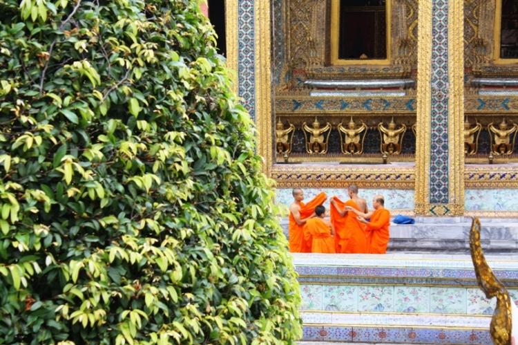 """Tych mnichów """"przyłapałam"""" na przebieraniu się, mogłam tylko żałować, że nie mam lepszego zoom-a."""