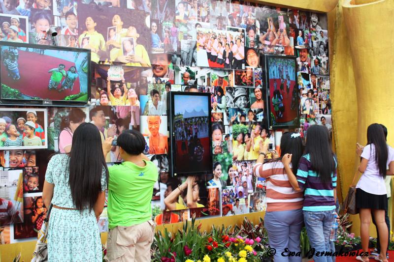 Na placu Sanam Luang można też było zobaczyć się na interaktywnej ścianie.