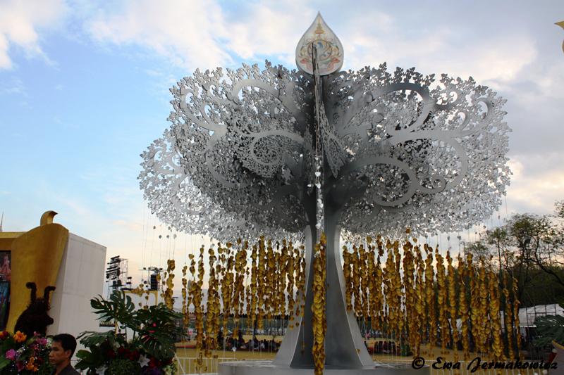 Jedna z ozdób na placu Sanam Luang