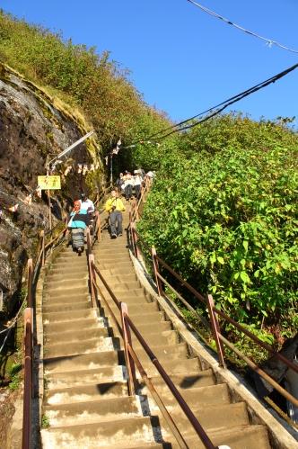 Tak wyglądają schody na ostatnim odcinku, to na szczęście już tylko kilka minut od szczytu