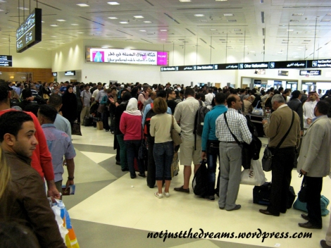 Kolejka do odprawy paszportowo - wizowej. Zajęło mi w sumie godzinę od momentu ustawienia się na końcu kolejki aż do otrzymania pieczątki w paszporcie.