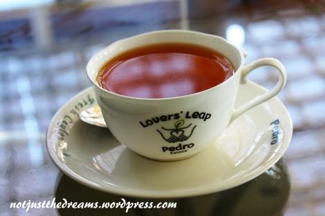 Filiżanka świeżej herbaty prosto z fabryki.
