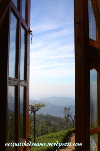 Taki widok z okna nas obudził w ABC Guesthouse. Nie warto rezerwować online, ponieważ w ten sposób ceny bywają tam 2-3 razy wyższe. Piękny widok z okna pokoju na I piętrze.
