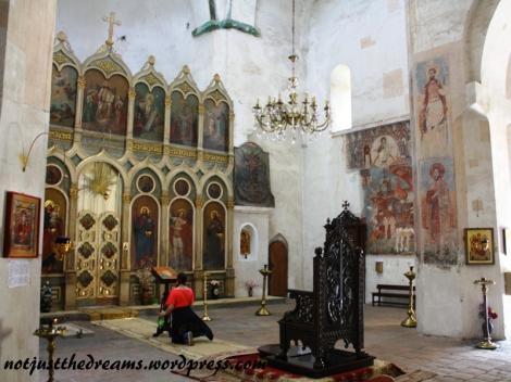 ...cerkiew jest całkiem ciekawa wewnątrz.