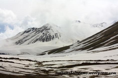 Śnieg, mimo, że zwiastował nieoczekiwany przeze mnie chłód, tworzył też piękną scenerię po drodze.