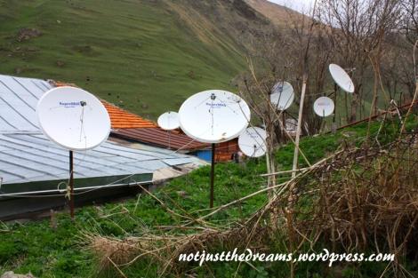 W Juta, jak w większości gruzińskich wsi, królują talerze satelitarne.