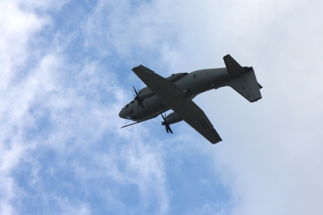 Samoloty bojowe wykonujące piruety? Norma. Ale ogromne transportowce?