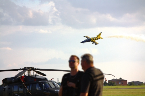 """...mają też """"crazy drunk pilot"""", czyli szalonego, pijanego, pilota, który """"podchodził"""" do lądowania co najmniej jakby był pijany."""