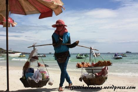 W Tajlandii nie tylko jedzenie można kupić wszędzie, gdzie tylko przyjdzie nam na to ochota.
