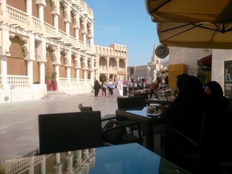Knajpka libańska. Jedzenie było dobre, ale najlepsze były stoły, który dawały rewelacyjną perspektywę do zrobienia zdjęć.