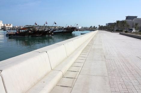 Nadmorski deptak? Główna arteria prowadząca niemal z lotniska aż do samego centrum i Doha Skyline.