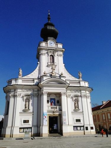 Rynek w Wadowicach i widok na Kościół pw. Ofiarowania NMP