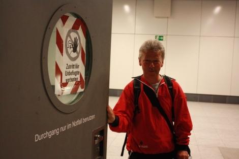 Jabłko zakazane. To co tygryski lubią najbardziej. Wiecie, że cały monitoring i kierowanie ruchem Hauptbahnhof odbywa się z Dworca Wschodniego? Oznacza to ni mniej ni więcej a to, że reakcja może zająć im zdecydowanie za długo ;)